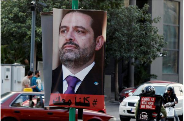 Áp phích in hình ông Hariri vẫn được giăng khắp đường phố thủ đô Beirut (Lebanon) ngày 17-11. Ảnh: REUTERS