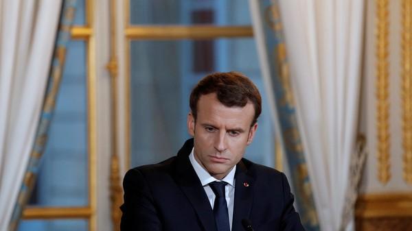 Tổng thống Pháp Emmanuel Macron đang hứng chỉ trích lớn vì cứng rắn với người thất nghiệp. Ảnh: REUTERS