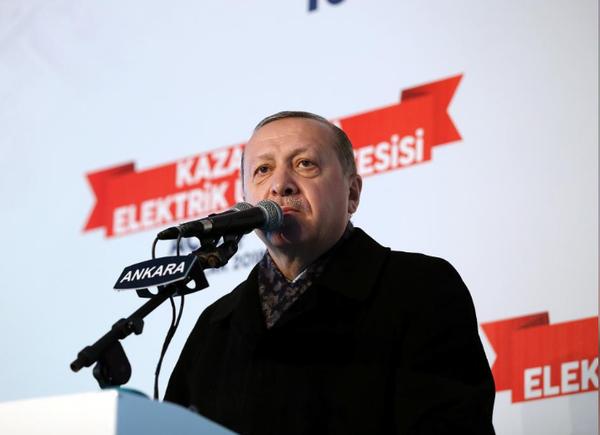 Tổng thống Thổ Nhĩ Kỳ Tayyip Erdogan phát biểu gần Ankara (Thổ Nhĩ Kỳ) ngày 15-1, tuyên bố giết trong trứng nước kế hoạch tham vọng của Mỹ về YPG. Ảnh: REUTERS
