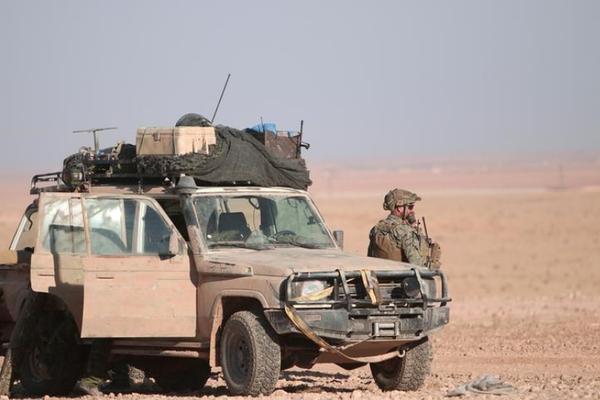 Lính Mỹ tại TP Raqqa (Syria). Chính phủ Syria tuyên bố sẽ buộc Mỹ rút quân khỏi nước mình. Ảnh: REUTERS