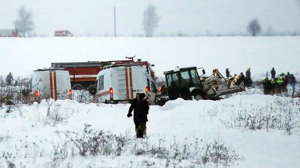 Hiện trường tai nạn phủ đầy tuyết. Ảnh: REUTERS
