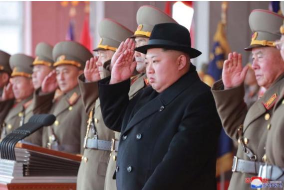 Lãnh đạo Triều Tiên Kim Jong-un tham dự lễ diễu binh tại Bình Nhưỡng ngày 9-2 kỷ niệm ngày thành lập quân đội nước này. Ảnh: REUTERS
