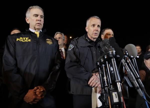 Cảnh sát Texas họp báo thông tin về vụ việc sáng 21-3. Ảnh: AP