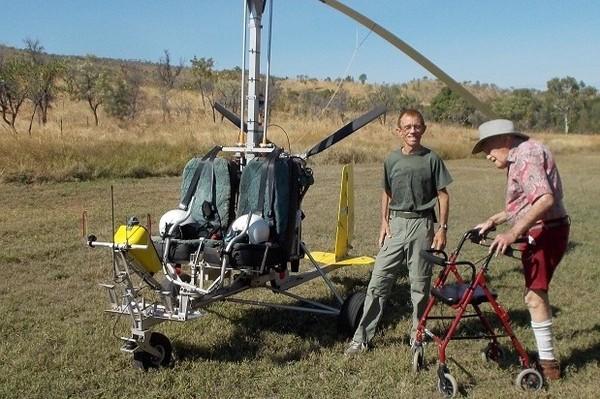 Ở tuổi 103, nhà khoa học Goodall vẫn di chuyển bằng trực thăng đặc biệt đến thăm một dự án sinh thái ở Úc. Ảnh: GOFUNDME