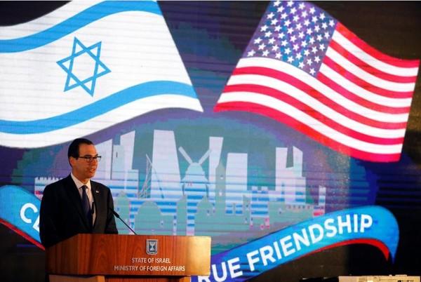 Bộ trưởng Tài chính Mỹ Steven Mnuchin phát biểu trong buổi lễ xác nhận di dời đại sứ quán Mỹ từ Tel Aviv về Jerusalem, tại Bộ Ngoại giao Israel ngày 13-5. Ảnh: REUTERS