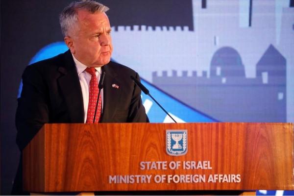 Thứ trưởng Ngoại giao Mỹ John Sullivan phát biểu trong buổi lễ xác nhận di dời đại sứ quán Mỹ từ Tel Aviv về Jerusalem, tại Bộ Ngoại giao Israel ngày 13-5. Ảnh: REUTERS