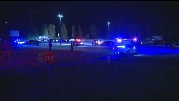 Cảnh sát tại hiện trường xả súng tối 18-5. Ảnh: NBC