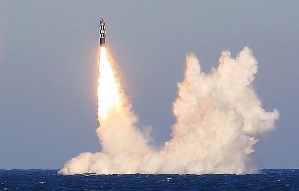 Tàu ngầm hạt nhân Yuri Dolgoruky là một trong ba tàu ngầm hạt nhân chiến lược lớp Borei của hải quân Nga. Ảnh: AP