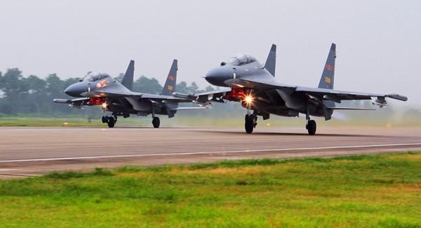 Máy bay chiến đấu Su-30 của không quân Trung Quốc. Ảnh: CNN