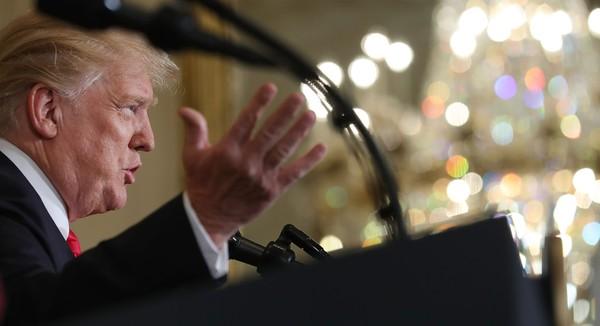 Ông Trump đồng ý kế hoạch đánh thuế lên 50 tỉ USD hàng Trung Quốc. Ảnh: GETTY IMAGES