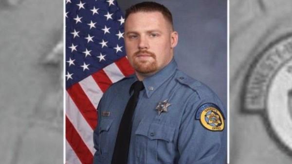 Cảnh sát Patrick Rohrer, 35 tuổi, thiệt mạng khi đang làm nhiệm vụ áp tải tù nhân đến tòa án ngày 15-6 tại TP Kansas, bang Kansas (Mỹ). Ảnh: FOX NEWS