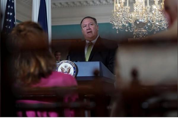 Ngoại trưởng Mỹ Mike Pompeo tại cuộc họp báo tại trụ sở Bộ Ngoại giao Mỹ ngày 19-6, thông báo quyết định rút khỏi Hội đồng Nhân quyền LHQ. Ảnh: REUTERS