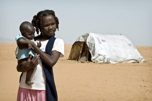 Các cô gái Sudan làm vợ làm mẹ khi còn rất trẻ. Ảnh: FLICKR