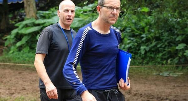 Hai thợ lặn John Volanthen (phải) và Richard Stanton trong chiến dịch cứu hộ đội bóng nhí ở hang động Tham Luang. Ảnh: AP