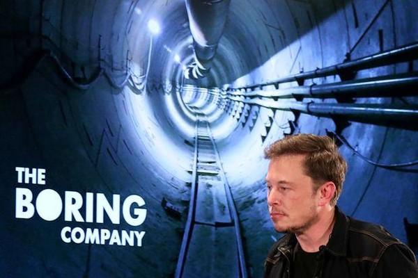 Tỉ phú người Mỹ Elon Musk đề nghị hỗ trợ giải cứu đội bóng nhí Thái Lan. Ảnh: AFP