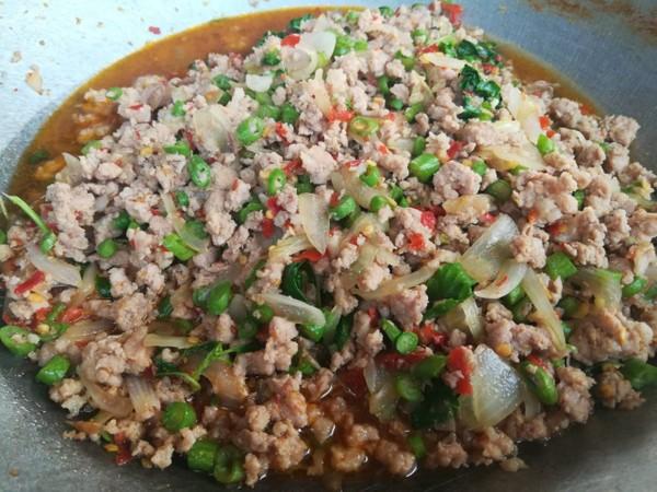 Thịt lợn băm rang húng quế (Pad Krapao) là món đầu tiên 4 thành viên đội bóng nhí Thái Lan được cứu ra khỏi hang động trong ngày 8-7 muốn được ăn. Ảnh: THE NATION