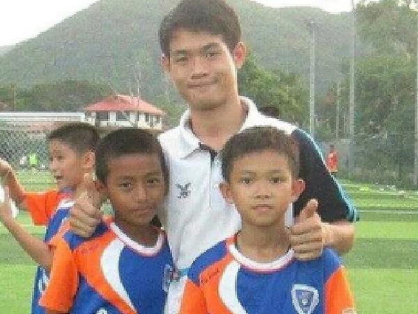 Chính phủ Thái Lan cho biết không ai nói gì chuyện sẽ truy tố huấn luyện viên Ekaphol Chantawong. Ảnh: