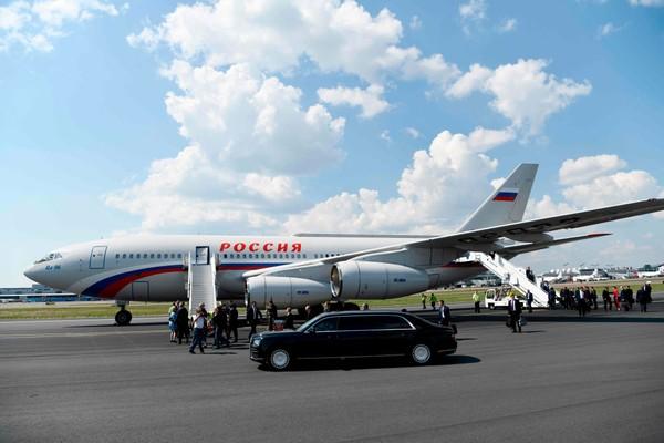 Máy bay chở ông Putin đến Helsinki trễ một tiếng so với lịch trình. Ảnh: NYT