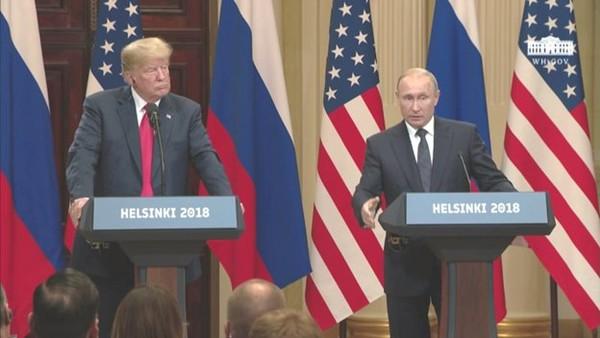 Hai ông Trump (trái) và Putin (phải) trong cuộc họp báo chung trong khuôn khổ thượng đỉnh Mỹ-Nga tại Helsinki (Phần Lan) ngày 16-7. Ảnh: GUARDIAN