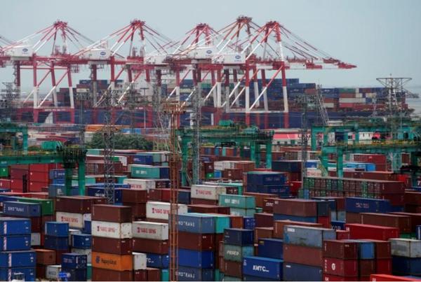 Hàng hóa tại cảng Trung Quốc. Ảnh: REUTERS