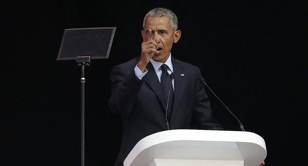 Cựu Tổng thống Mỹ Barack Obama phát biểu tại TP Johannesburg ngày 17-7, rằng mọi người đang sống trong thời kỳ lạ lùng và bất ổn. Ảnh: AP