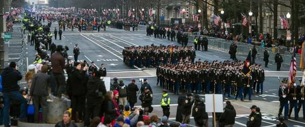 Một buổi lễ diễu binh ở Mỹ. Bộ Quốc phòng Mỹ dời lễ diễu binh ông Trump yêu cầu sang năm 2019. Ảnh: ABC NEWS
