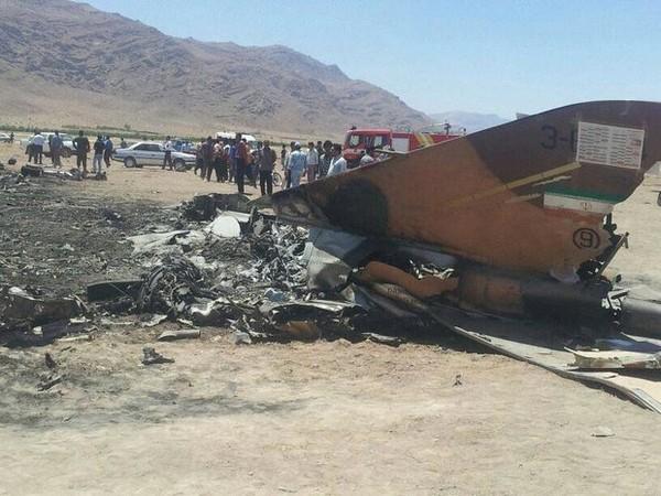 Hiện trường rơi máy bay chiến đấu F-5 của Iran ngày 26-8. Ảnh: MNA