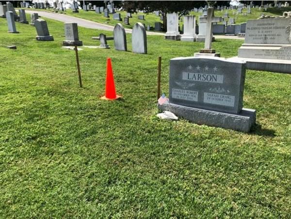 Phần đất dành sẵn làm phần mộ của Thượng nghị sĩ John McCain nằm trong Nghĩa trang Học viện Hải quân Mỹ ở TP Annapolis, bang Maryland (Mỹ). Ông sẽ được nằm cạnh người bạn cũ, người bạn cùng lớp, Đô đốc bốn sao hải quân Mỹ Chuck Larson mất năm 2014. Ảnh: USA TODAY