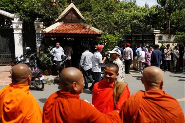 Cửa nhà ông Kem Sokha vẫn đóng và ông chưa có lịch gặp người ủng hộ. Ảnh: REUTERS