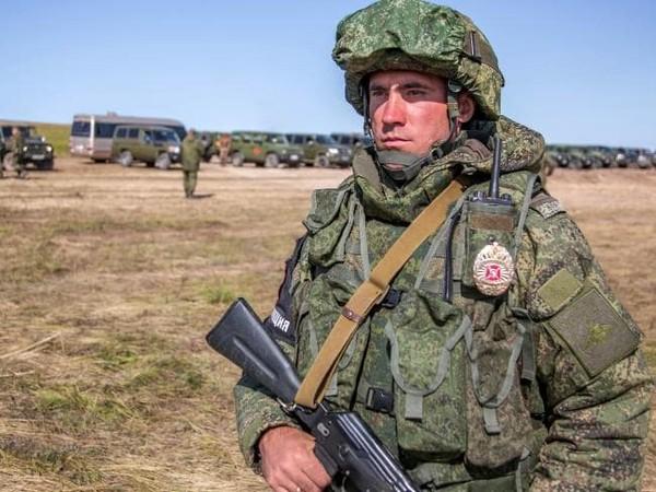 Binh sĩ Nga trong cuộc tập trận Vostok 2018, trên một cánh đồng ở TP Chita, đông Siberia (Nga) ngày 11-9. Ảnh: BỘ QUỐC PHÒNG NGA