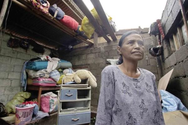 Nhà dân tốc mái vì bão Mangkhut ở TP Baggao, tỉnh Cagayan (Philippines). Ảnh: INQUIRER