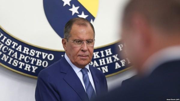 Ngoại trưởng Nga Sergey Lavrov trong cuộc họp báo tại thủ đô Sarajevo (Bosnia-Herzegovina) ngày 21-9. Ảnh: AP