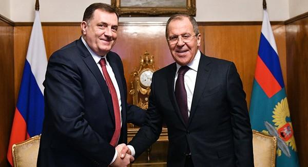Ngoại trưởng Nga Sergey Lavrov (phải) trong cuộc họp báo chung với Tổng thống Cộng hòa Srpska Milorad Dodik tại TP Banja Luka ngày 21-9. Ảnh: SPUTNIK