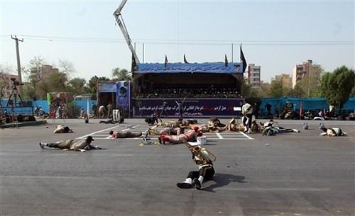 Hàng loạt binh sĩ nằm trên mặt đất thời điểm xảy ra vụ tấn công. Ảnh: EPA