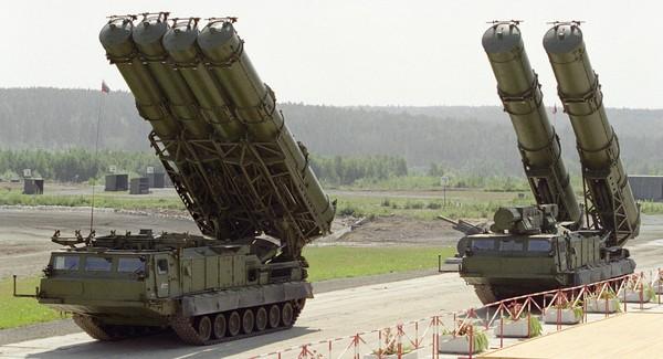 Hệ thống tên lửa phòng thủ S-300 của Nga. Ảnh: MITITARY
