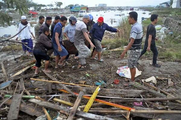 Hơn 1.200 người chết ở Palu vì thảm họa động đất-sóng thần. Ảnh: EPA