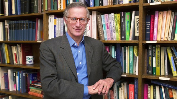 Nhà khoa học William Nordhaus được vinh danh với nghiên cứu về kinh tế học khí hậu. Ảnh: YALE UNIVERSITY