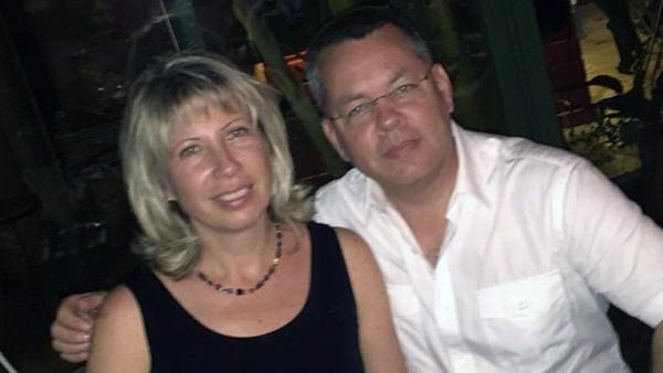 Vợ chồng mục sư người Mỹ Andrew Brunson. Ảnh: CNN
