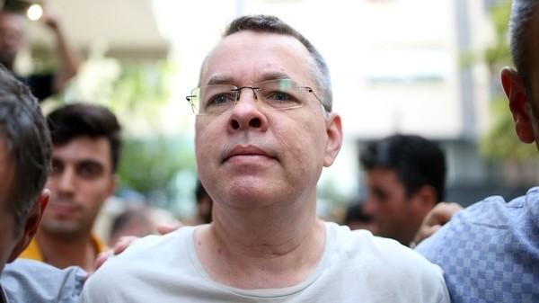 Mục sư người Mỹ Andrew Brunson được tòa án Thổ Nhĩ Kỳ tuyên thả tự do sau 2 năm giam giữ. Ảnh: AFP