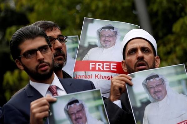 Biểu tình trước Nhà Trắng (Mỹ) ngày 19-10, yêu cầu Mỹ trừng phạt Saudi Arabia quanh vụ nhà báo Jamal Khashoggi bị giết chết trong lãnh sự quán Saudi ở Istanbul (Thổ Nhĩ Kỳ). Ảnh: REUTERS