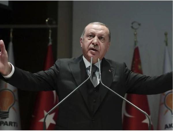 Tổng thống Thổ Nhĩ Kỳ Erdogan phát biểu trước Quốc hội ngày 23-10, vẫn chưa công bố đoạn băng ghi âm nhà báo Khashoggi bị giết. Ảnh: AP