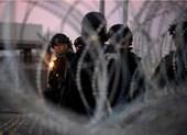 Mỹ đóng cửa biên giới, lắp rào chặn người di cư từ Trung Mỹ