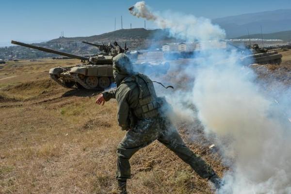 Quân nhân thuộc Quân khu miền Nam của Nga - bao quát Crimea và các vùng biên giới với Ukraine – trong một cuộc huấn luyện năm 2016. Ảnh: BỘ QUỐC PHÒNG NGA