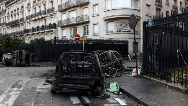 Đây là cuộc biểu tình bạo lực nhất Paris trong 50 năm nay. Ảnh: REUTERS