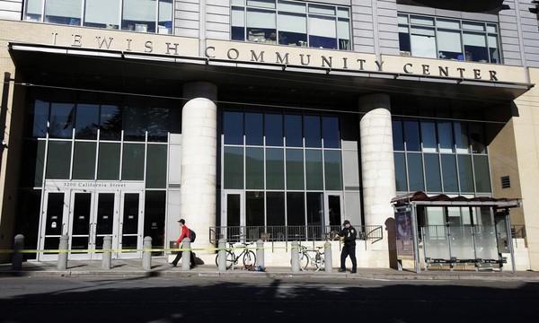 Cảnh sát tháo dây phong tỏa trên đường phố San Francisco (bang California) ngày 13-12 sau khi xác định thư điện tử đe dọa đánh bom không phải là đe dọa thực sự. Ảnh: AP