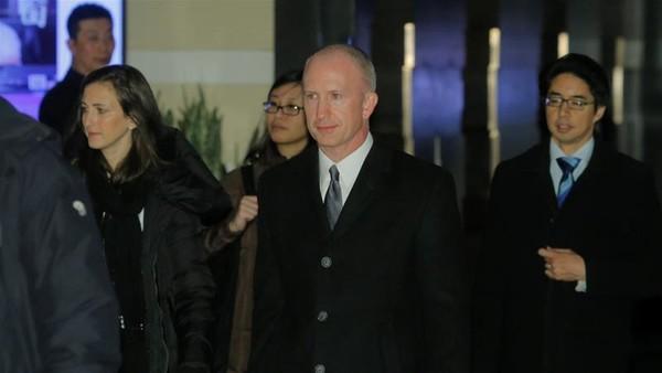 Phó Đại diện Thương mại Mỹ Jeffrey Gerrish (giữa) dẫn đầu phái đoàn Mỹ sang Trung Quốc nối lại đàm phán thương mại. Ảnh: REUTERS