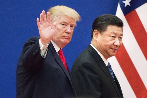 Tổng thống Mỹ Donald Trump (trái) và Chủ tịch Trung Quốc Tập Cận Bình (phải) thống nhất đình chiến thương mại 90 ngày để đàm phán giải quyết cuộc chiến. Ảnh: GETTY IMAGES
