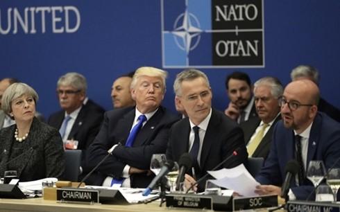 Tổng thống Mỹ Donald Trump (thứ hai bên trái sang) từng nhiều lần đe dọa rút quân khỏi NATO. Ảnh: AP