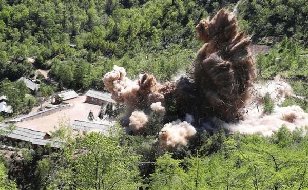 Triều Tiên phá hủy bãi thử hạt nhân Punggye-ri ngày 24-5-2018. Ảnh: AP