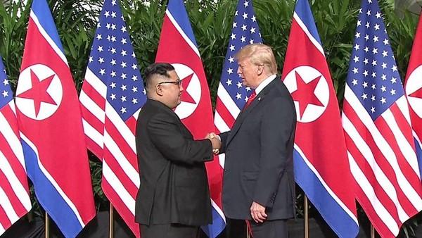 Nga mong cuộc gặp thượng đỉnh lần hai giữa Tổng thống Mỹ Donald Trump (phải) và lãnh đạo Triều Tiên Kim Jong-un (trái) sẽ thành công. Ảnh: REUTERS